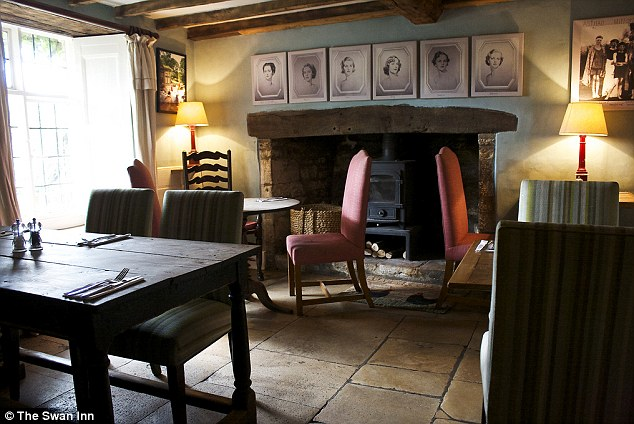 The Swan Inn Cosy Cotswold Pub 5